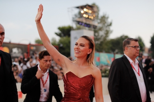 Scarlett Johansson in her dazzling Celine red dress