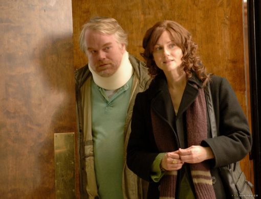 Phillip Seymour Hoffman & Laura Linney in THE SAVAGES