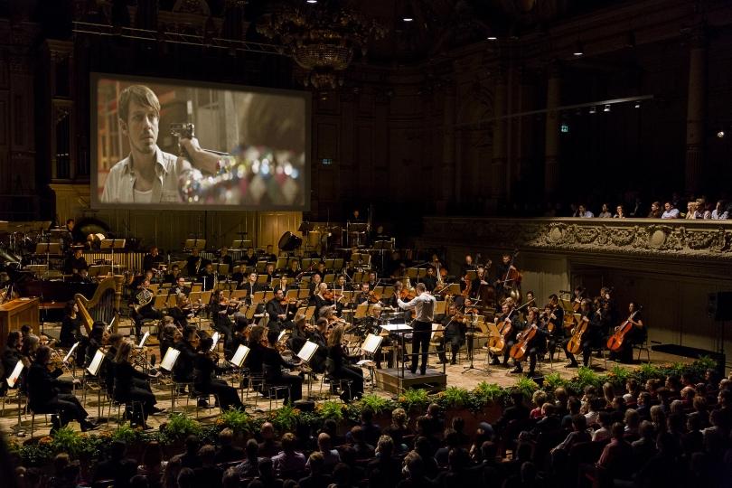 Tonhalle-Orchester%20Z%C3%BCrich%20mit%20Filmstill%20ETIQUETA%20NEGRA.jpg